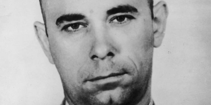 John Dillinger helps 10 convicts escape to help him rob banks